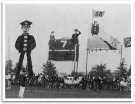 昭和41年  体育祭の応援特大アーチ